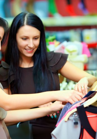 Cheap & chic: 5 haine sub 100 lei de cumpărat în perioada reducerilor