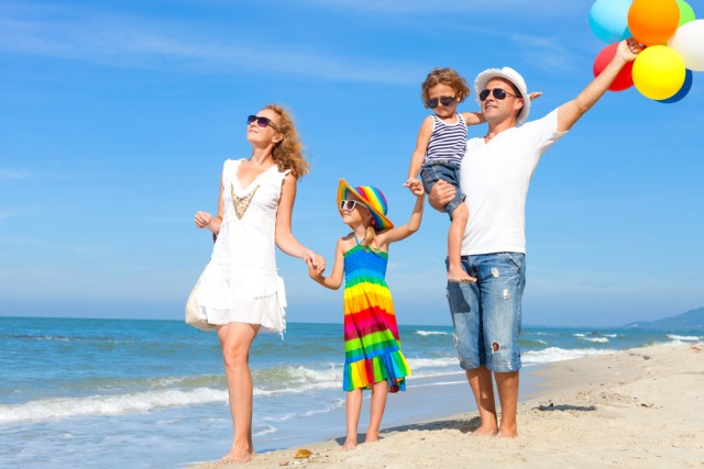 familie-plaja-protectie-solara