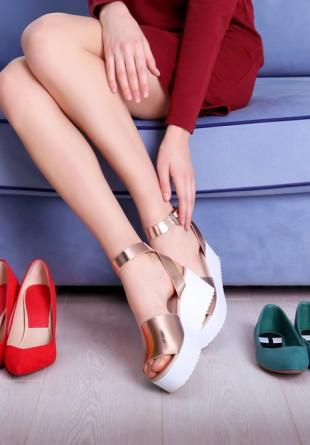 6 greșeli pe care le faci când îți alegi pantofii de vară