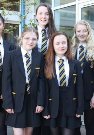 Istoria uniformei școlare – de la haine pentru copiii săraci la obiecte populare de vestimentație