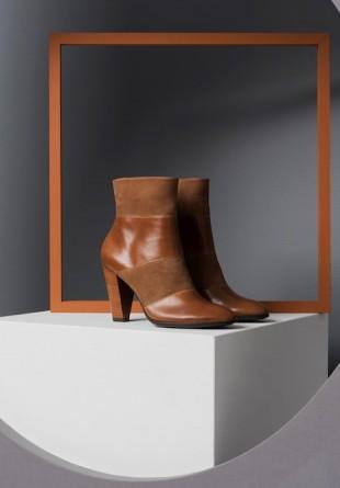 Îți dorești încălțăminte de calitate? Alege creațiile elegante și versatile din noua colecție ECCO SHAPE!